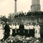 Возложение венков к могиле борцов за социализм, 1956 г. Барнаул