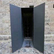 Внутренний дворик Двери в подвал