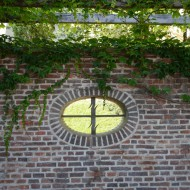 Сад на Валах Моравский Бастион Гранитный стол